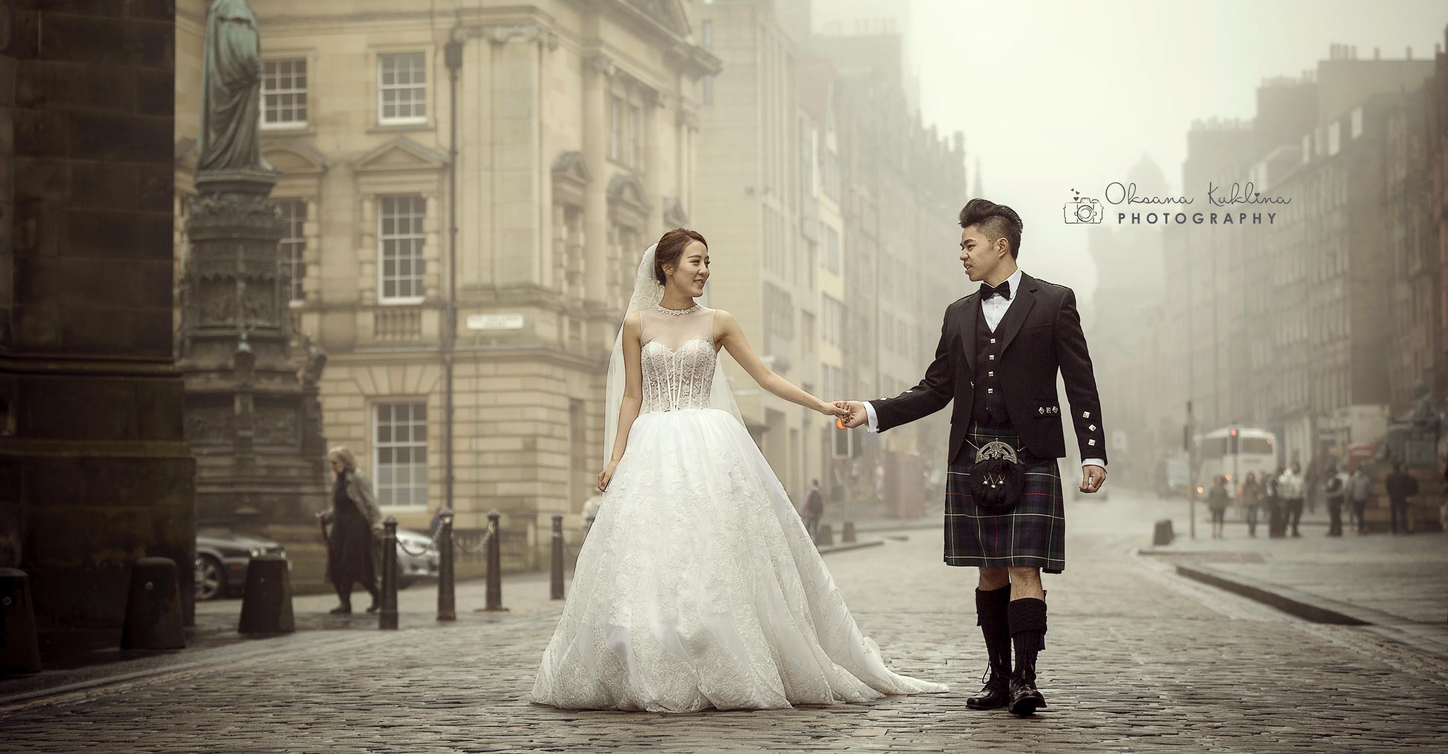 Best Edinburgh Wedding Photographer - Scotland Wedding Photography - Edinburgh Wedding Photo - Royal Mile Wedding - Couple Photo - Bride and Groom picture